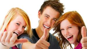 gelukkige jongeren